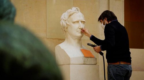 Louvre closure brings opportunity to restore artworks and galleries