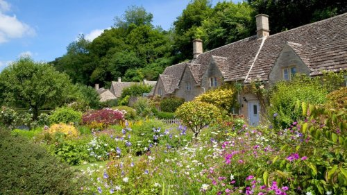 Take a look at these inspiring cottage garden ideas