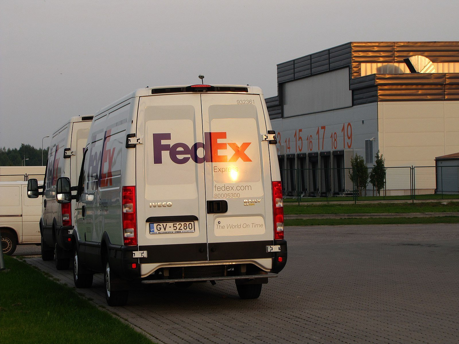Listen: 8 Dead In Shooting At Indianapolis Fed-Ex Facility