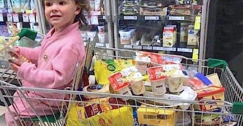 Mom shamed for grocery cart food stops strangers dead with viral response