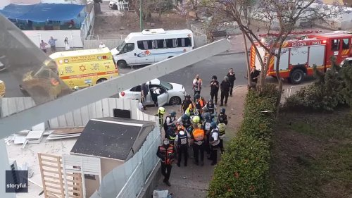 Crews Attend to Injured at Ashkelon Apartment Complex After Rocket Strike
