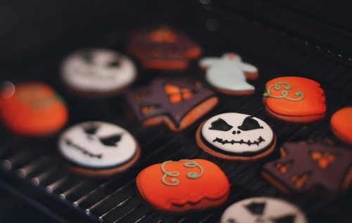 Throw The Ultimate Trick or Treat Party With These Halloween Desserts