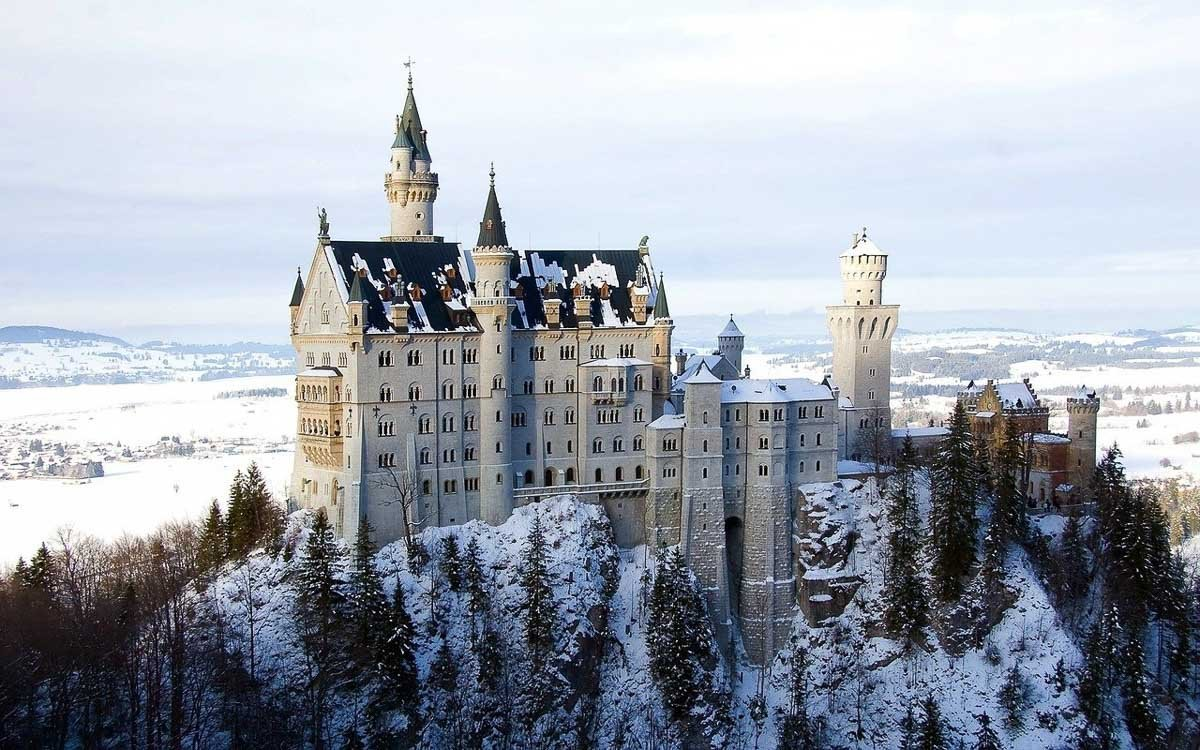 Europe's Most Beautiful Castles and Palaces