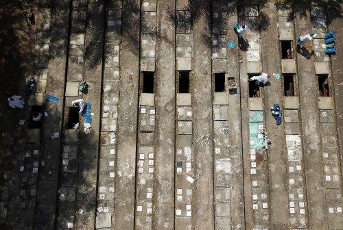 Sao Paulo exhumiert alte Gräber aus Platzmangel für neue Covid-19-Tote