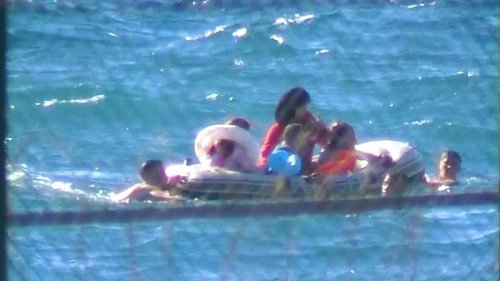 Thousands of migrants swim to reach Spain