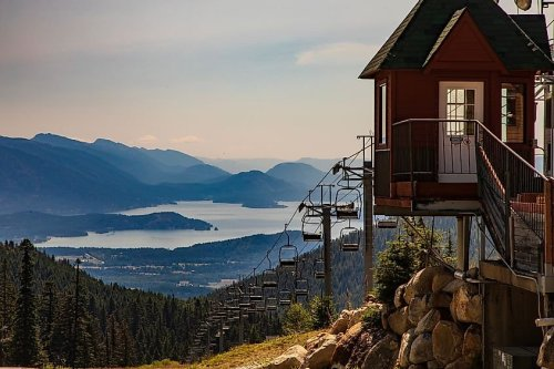 10 Most Charming Lake Towns In America