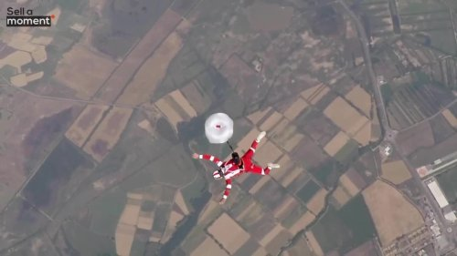 Skydive Expert Deploys Parachute in Slow-motion