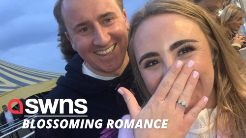 Music lover proposed to his girlfriend while watching their favourite band (RAW)
