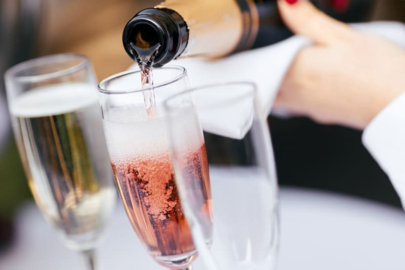 THE BEST TYPES OF CHAMPAGNE TO TRY