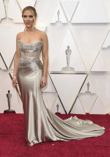 Scarlett Johansson among the bombshells on Oscars red carpet