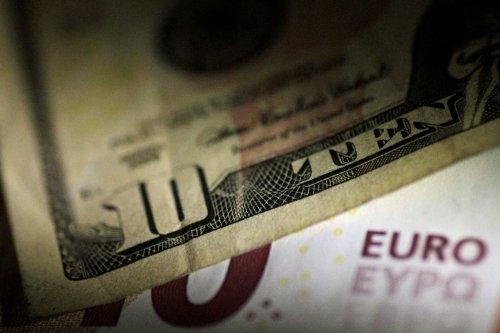 Forex, dollaro stabile su euro, greggio pesa su valute legate a materie prime