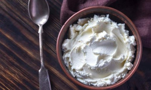 What Keto Dieters Need to Know About Cream Cheese