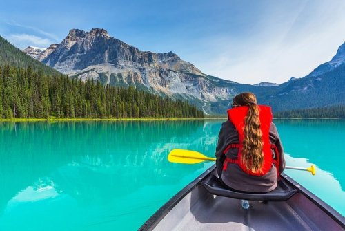 29 Stunning Canadian Lakes