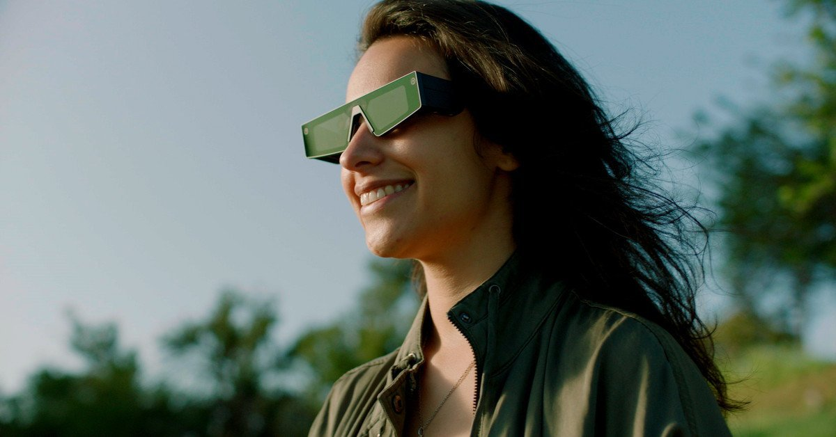 Snap Unveils Spectacles With Built-In Augmented Reality Displays