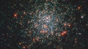 A Sparking Star Cluster Revealed in this Beautiful and Stunning Image