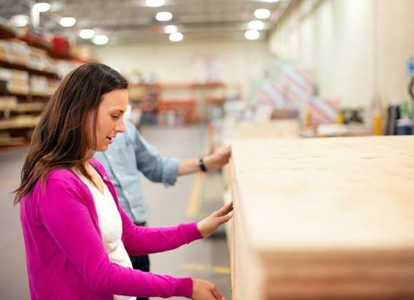 9 Things You Should Never Do in a Home Improvement Store