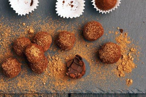 How to Make Homemade Chocolate Truffles (Simple Recipes)