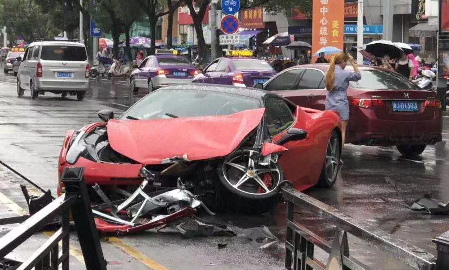 Watch - Idiots destroying their shiny Ferrari's