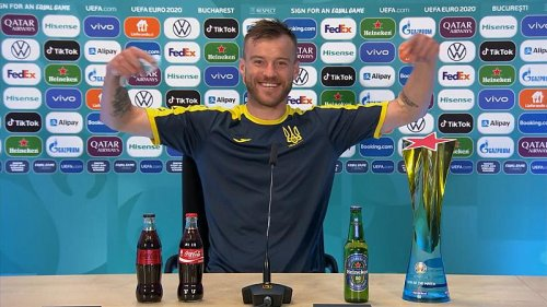 'Ronaldo removed bottles - I'll put them in front'