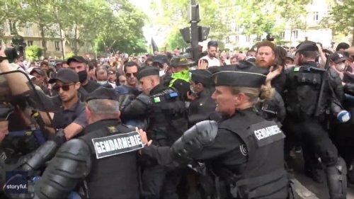 Protestors Clash With Police in Paris Over Vaccination Campaign