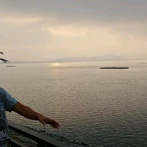 पर्यटक  cover image