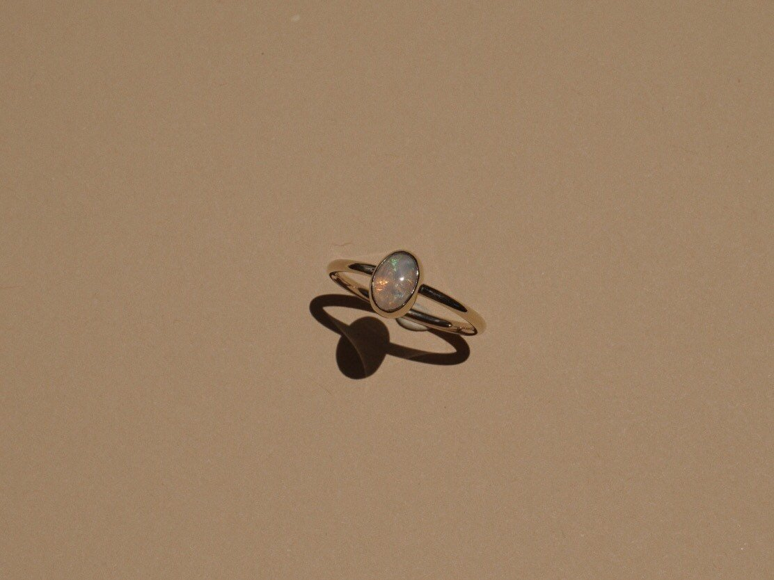 Beautiful 14k gold ring with opal