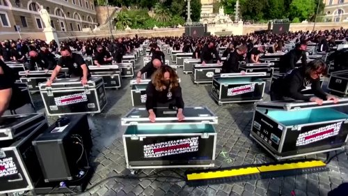 Showbiz workers stage protest in Rome