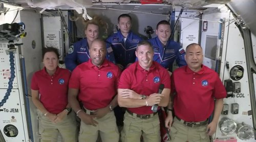 SpaceX capsule with 4 astronauts reaches space station
