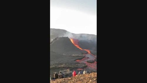 Tourists Treated to Explosive Display as Fagradalsfjall Continues to Erupt