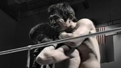 Japanese MMA Fighter Uses the Sleeper Hold to Take Out His Opponent