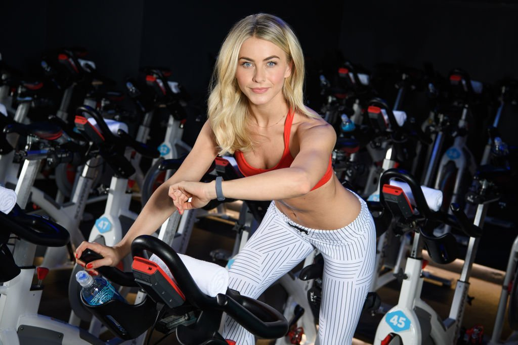 The latest juicy Leonardo DiCaprio bedroom story comes from Julianne Hough