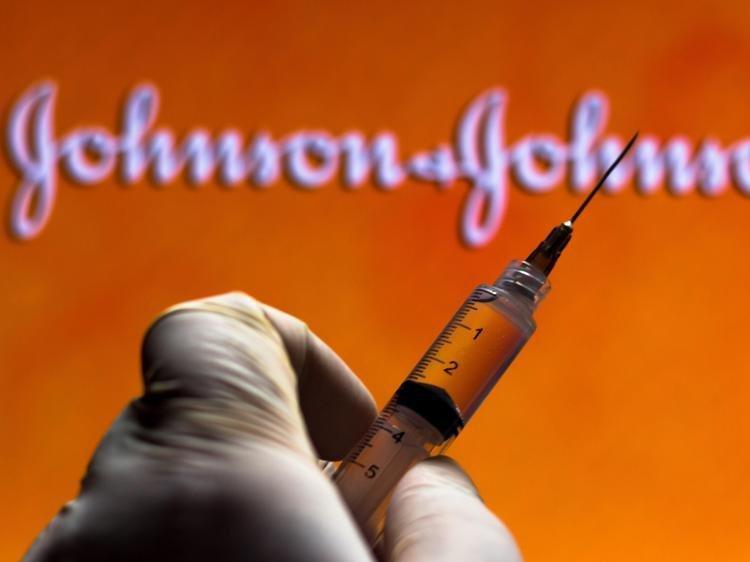 Vaccino Johnson & Johnson, stop in Usa: e l'Europa?