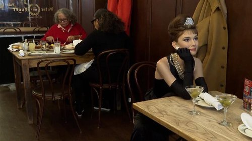 Wax celebrities join diners at NYC restaurant for COVID-safe experience