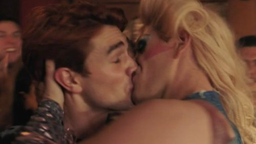 TV And Movie Kisses That Weren't Supposed To Happen