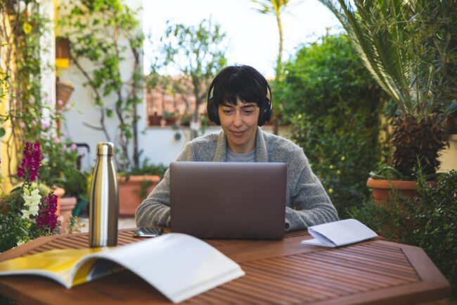 How to Create the Ultimate Outdoor Office at Home