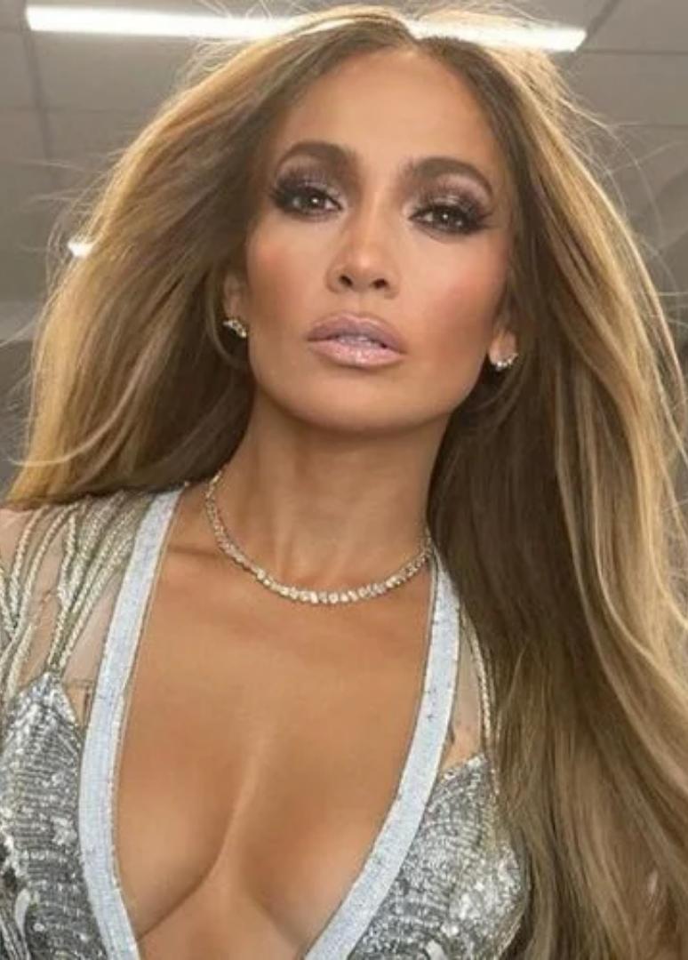 Fans Feel Sorry For Jennifer Lopez's Kids For Her 'Ben Necklace' Publicity Stunt