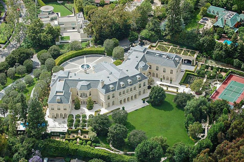 THE LARGEST MANSION IN THE WORLD