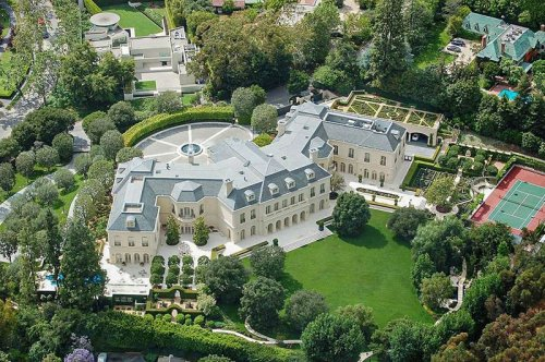 THE BIGGEST HOUSES IN THE WORLD