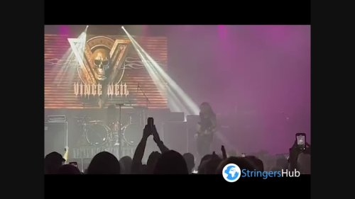US: Mötley Crüe Singer Vince Neil Falls From Stage At Tennessee Rock Festival