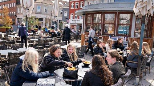 Denmark restaurants reopento those with virus 'passport'