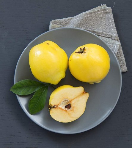 Health Benefits of Quince (And How to Eat It)