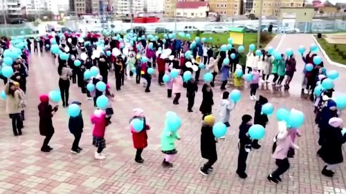 Crimean school launches 'rocket' balloons
