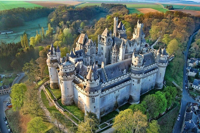 THE MOST BEAUTIFUL FRENCH CASTLES