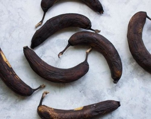 Why You Should Never Toss Black Bananas