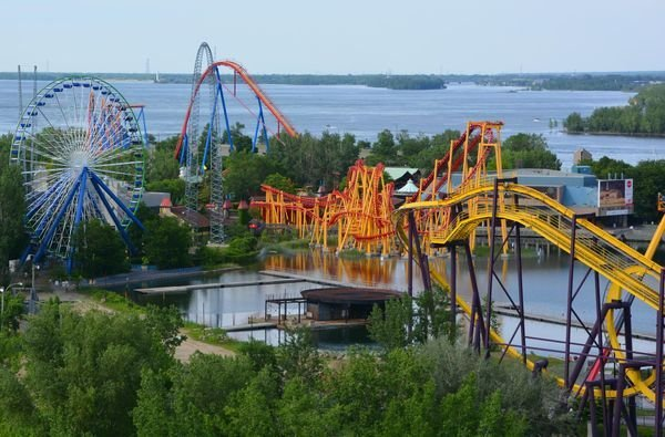 Quebecers Can Get COVID-19 Vaccines At La Ronde This Weekend — Yes, Really