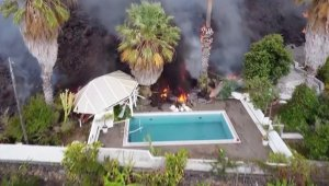 Must See! La Palma Lava Flows Into a Residential Pool, Vaporizing It Instantly