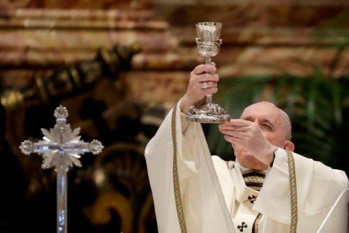 بابا الفاتيكان يحث القساوسة على التواضع في عظة قبيل عيد القيامة