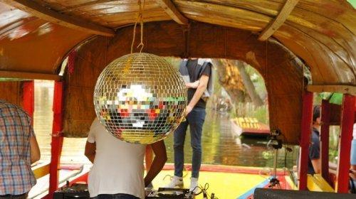 Los canales de Xochimilco convertidos en una pista de baile