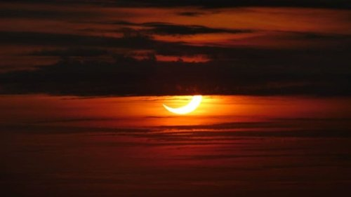 Sunrise solar eclipse lights up NYC sky