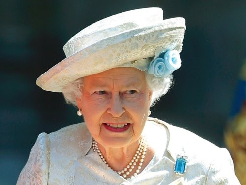 David Cameron will apologise to the Queen for referendum 'purring' remark